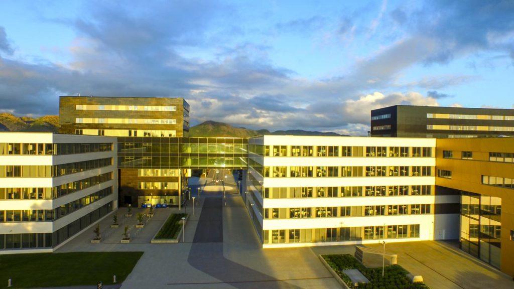 Luftfoto av Akers kontorbygg på Jåttå